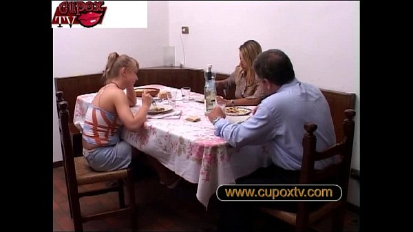 father fucks his daughter and her mother is doing the fingerings – padre scopa l